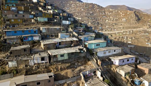 Contraloría: Más de 214,000 hogares vulnerables no recibieron bono de S/380 (Foto Cris BOURONCLE / AFP).