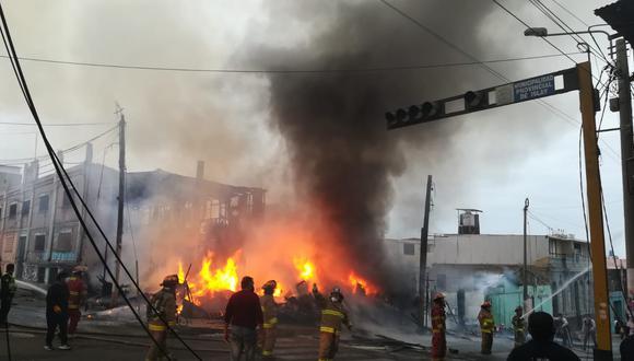 Incendio consume una vivienda en Mollendo, Arequipa.