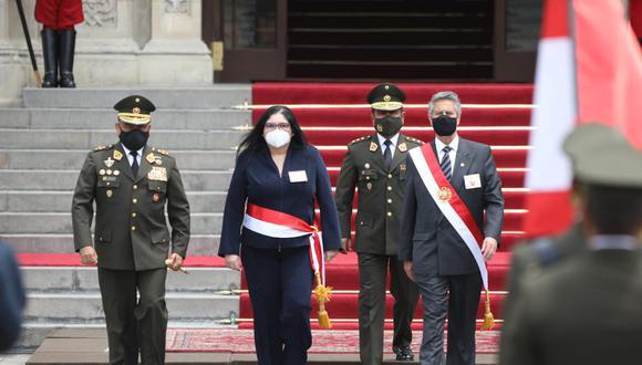 Presidente Francisco Sagasti es reconocido por las Fuerzas Armadas en el Palacio de Gobierno. Fotos Britanie Arroyo