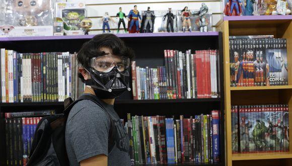 Jóvenes y adultos compraron DVD, réplicas, historietas, figuras de colección, 'funkos' y ropa. Fotos: Fernando Sangama (GEC)