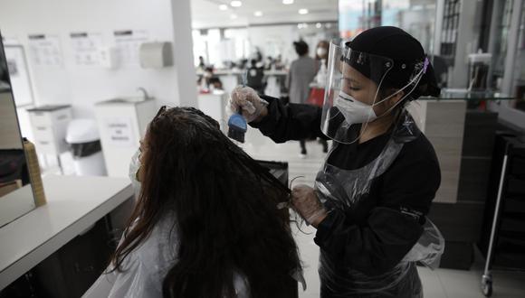 Hasta enero de 2021 operaban en el país un aproximado de 28.000 salones de belleza, de los cuales solo han podido soportar la asfixia económica de febrero (tras las restricciones para mitigar la segunda ola del COVID-19)  alrededor de 20.000, estima APEB. (Foto: Anthony Niño de Guzmán / GEC)