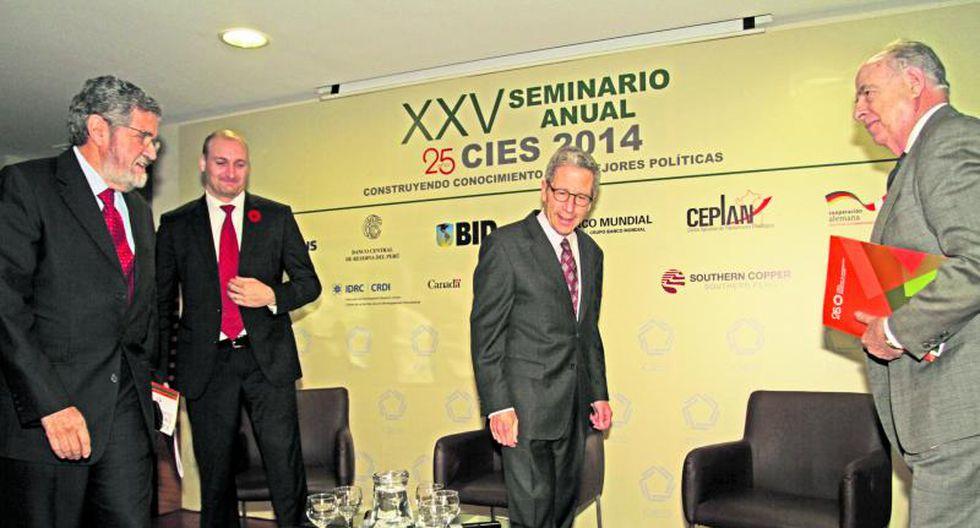 Nobel de Economía sugiere capacitación con subsidio estatal
