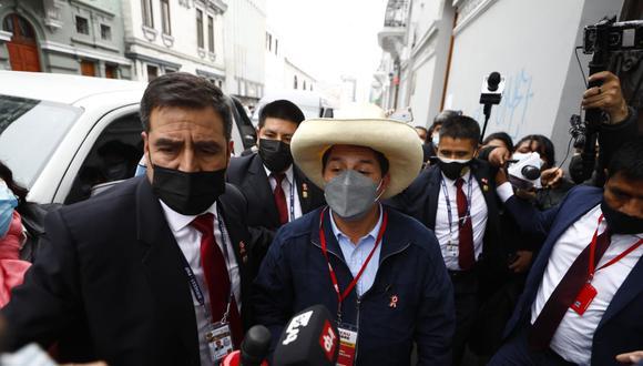 Pedro Castillo evitó declarar a la prensa antes de llegar al local de Perú Libre. (Foto: GEC)