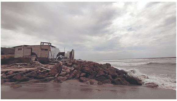 Además, diversos hoteles de playa se vieron perjudicados con la destrucción de algunos ambientes. También varias embarcaciones.