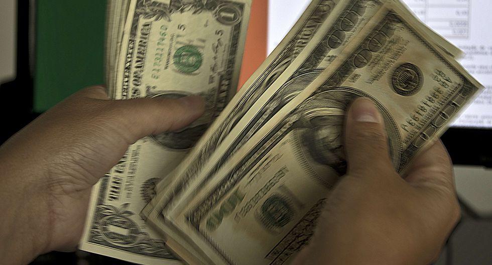 En el mercado paralelo o casas de cambio de Lima, el tipo de cambio se cotiza a S/ 3.415. (Foto: AFP)