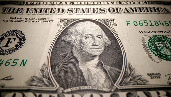 En el mercado paralelo o casas de cambio de Lima, el tipo de cambio se cotizaba a S/ 3.825 la compra y S/ 3.870 la venta de cada billete verde. (Foto: AFP)