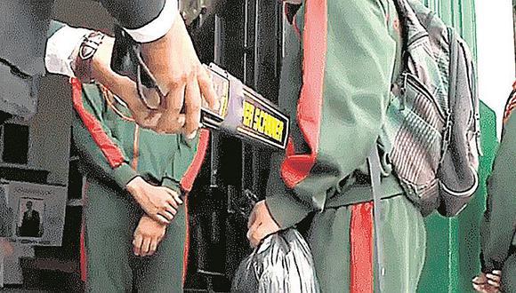 Callao: PNP incauta un arma de fuego que estaba en la mochila de un escolar