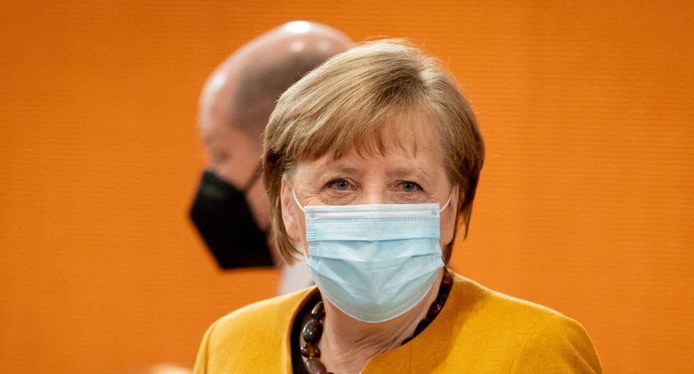 La canciller alemana Angela Merkel llega a la reunión semanal del gabinete, el 24 de marzo de 2021, en la Cancillería de Berlín (Alemania). (Kay Nietfeld / POOL / AFP).