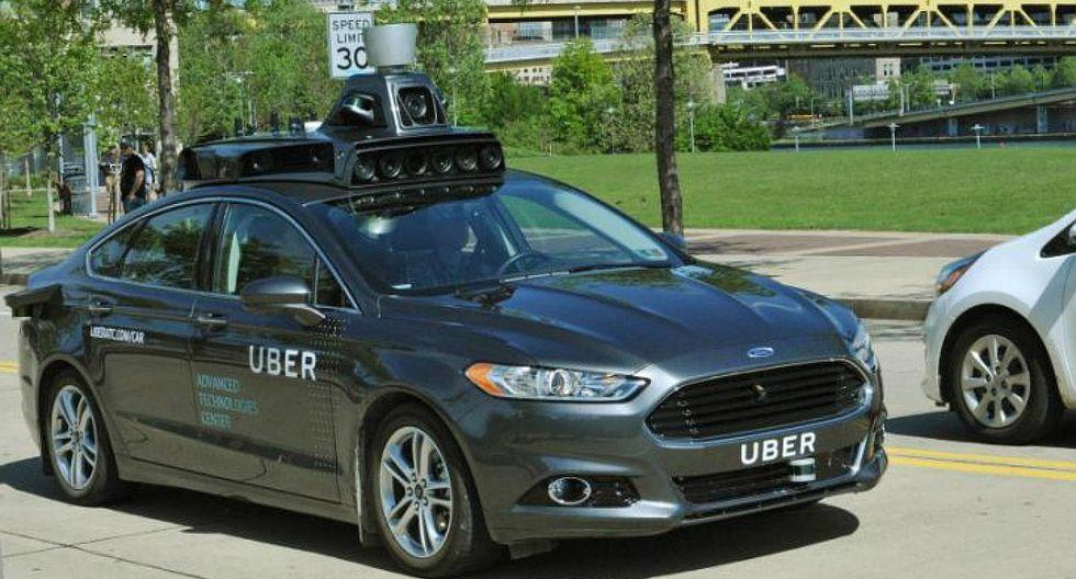 Uber suspende pruebas del servicio con automóviles sin conductor