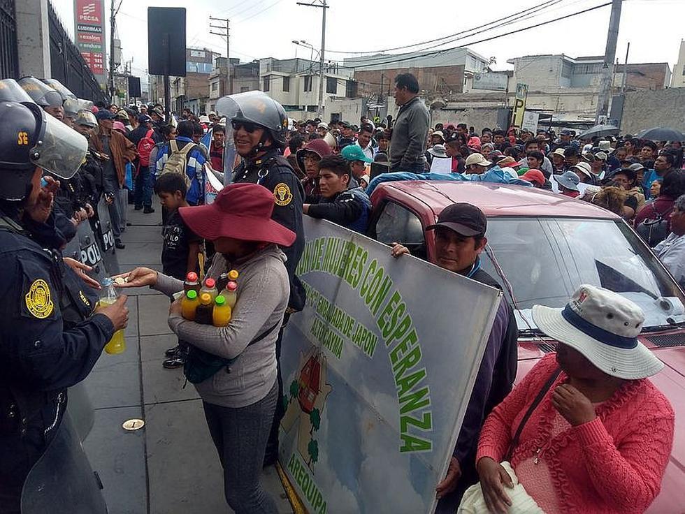 Pobladores de Cayma salen a las calles pidiendo la formalización de sus viviendas