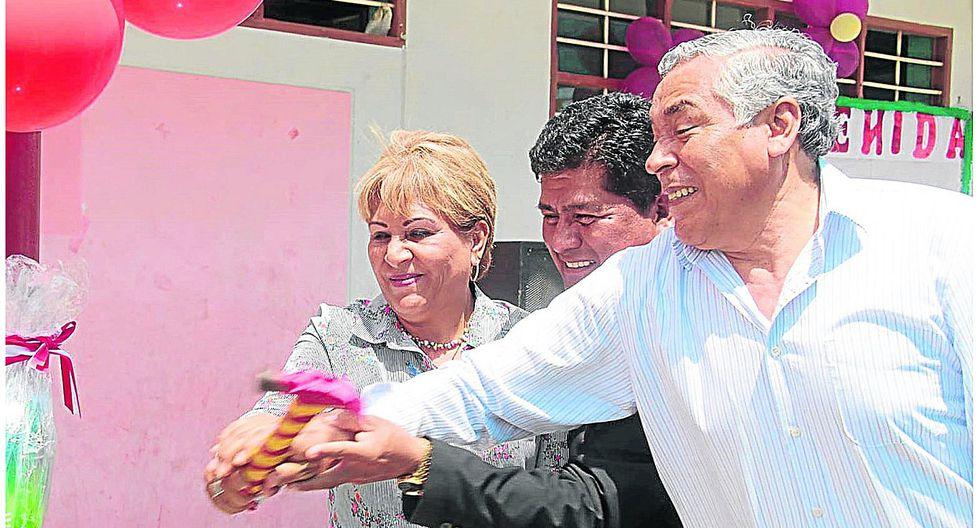 Prófugo alcalde Cortez se libra de nuevo juicio y de la suspensión