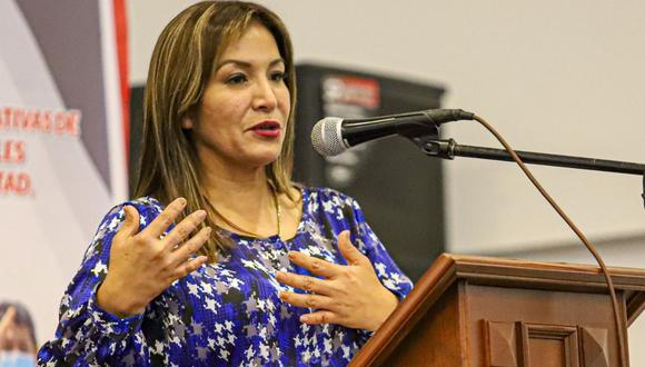 """Parlamentaria liberteña organizó el I Foro """"Experiencias e Iniciativas de Autoridades Juveniles de la Región La Libertad""""."""
