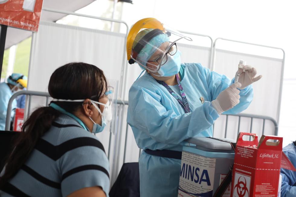 Arrancó la gran jornada vacunatón. Desde las 7:00 a.m. se inició la puesta en marcha de este proceso de inmunización en 21 centros metropolitanos que atenderá 36 horas ininterrumpidas y que termina a las 7:00 p.m. del domingo 11 de julio. (Fotos Britanie Arroyo / @photo.gec)