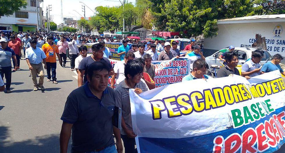 Unos 2,000 pescadores marchan contra la reestructuración de Imarpe