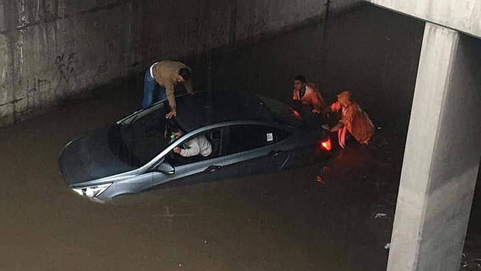 Intensa lluvia causa inundaciones en calles y bypass de Arequipa (FOTOS)