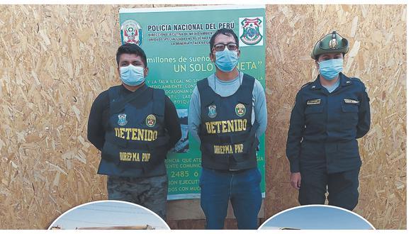 Policía de Inteligencia Regional y agentes de Medio Ambiente de Lambayeque, detuvieron a a dos personas con maquinaria.