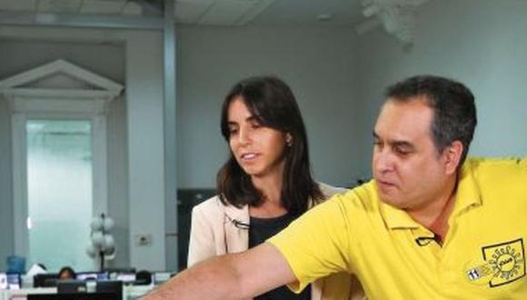 El candidato de Solidaridad Nacional le entregó un jabón a su contrincante Julio Arbizu para minimizarlo por su color de piel.