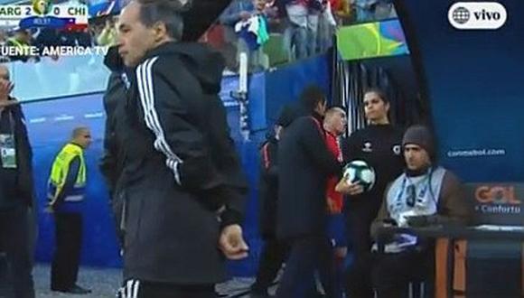 Argentina vs. Chile: Gary Medel insulta a Lionel Messi luego de expulsión
