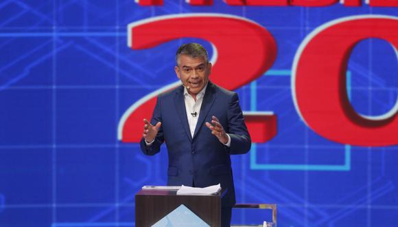"""Julio Guzmán cuestionó las propuestas económicas de sus contendores y aseguró que su candidatura está """"en ascenso"""". (Foto: GEC)"""