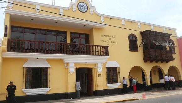 Fiscalización de la comuna sorprenden a 5 extranjeras que sacaban citas por WhatsApp en local de la avenida La Marina. (Foto: Andina)