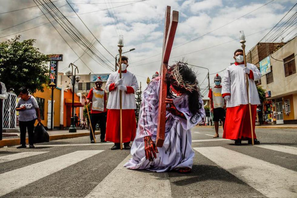 La escenificación del Vía Crucis se vivió de otra manera en la localidad de Cartavio, ubicado en el distrito de Santiago de Cao. En la puesta en escena participaron diferentes jóvenes  de grupos parroquiales a cargo del padre Oswaldo Perleche. (Foto: Randy Reyes)