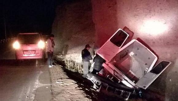 Ambulancia que llevaba paciente se despista en Ilabaya