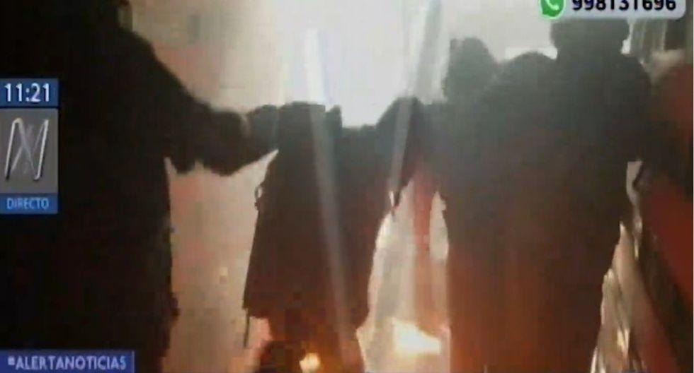 Los 12 fiscalizadores de la Municipalidad de Surco heridos fueron trasladados a un nosocomio local para su atención médica. (Video: Canal N)