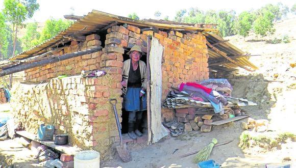 Personas en extrema pobreza sufren