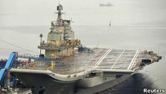 China presenta su primer portaaviones en medio de tensiones con Japón