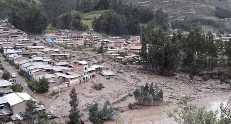 El huaico cayendo sobre viviendas del distrito de Huacrachuco, en Huánuco. Foto: COEN