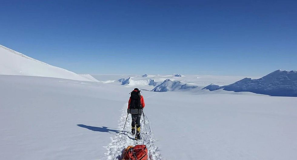 Hombre cruza la Antártida por primera vez a pie, solo y sin ayuda