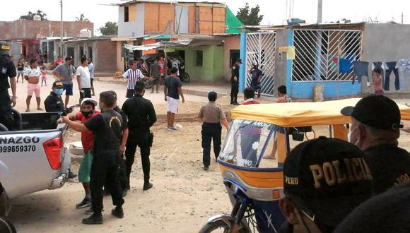 Autoridades fueron agredidas por una turba de malos vecinos en una intervención a una bodega, donde estaban tomando 20 parroquianos. (Foto: PNP)