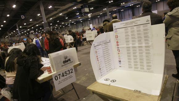 Los peruanos en el exterior también votarán en las Elecciones Generales del 11 de abril del 2021. (Foto: EFE/Victor Lerena)