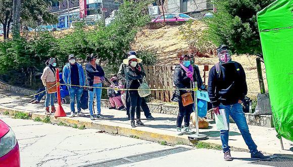 27 muertos por COVID-19 en un solo día y se generan colas en hospital de Huancayo  para recoger los cuerpos