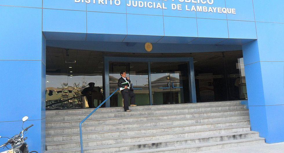 Condenan a exdirectora de institución educativa por corrupción