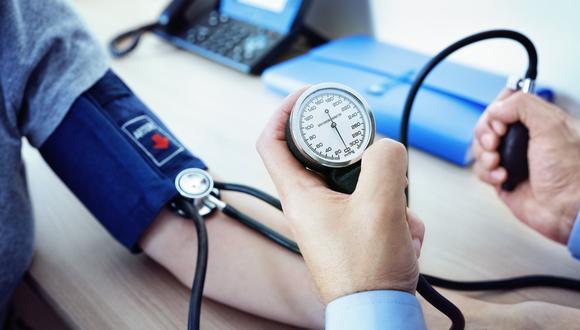 El cardiólogo Bristan Maraza informa sobre los cuidados de la hipertensión y la psicóloga Juliana Sequera brinda tips para reducir la tensión por estrés y nervios. (Foto: Shutterstock)