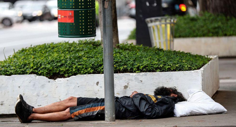 Son varias oenegés las que albergan a las personas sin casa. Sin embargo, miles se quedan fuera. (EFE).