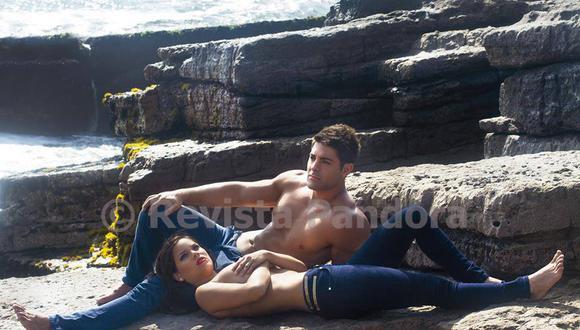 Sebastián Lizarzaburu y Andrea San Martín en la portada de la Revista Pandora