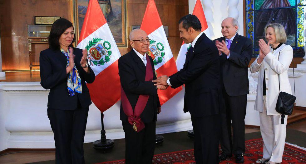 Raúl García Zárate fue condecorado en Palacio de Gobierno