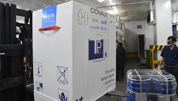El primer país de la región en recibir las vacunas de Covax fue Colombia.  (Foto de INDRANIL MUKHERJEE / AFP).