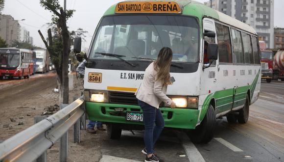 La reportera de TV Perú, Sofía Gallegos, resultó herida esta mañana tras ser embestida por una coaster de placa B3T- 717. Foto:Britanie Arroyo / @photo.gec