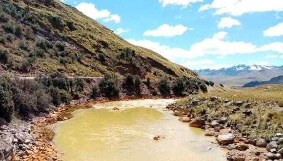 La cuenca está contaminada a consecuencia de las actividades mineras que realizaba la empresa Aruntani SAC. (Foto: Difusión)