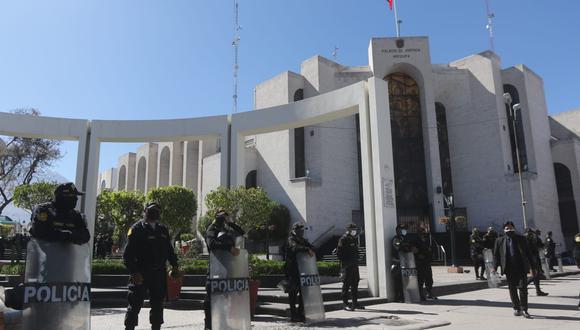 Efectivos permanecen en la Plaza España y Plaza de Armas de Arequipa  Foto: Eduardo Barreda