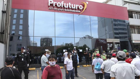El retiro facultativo de hasta 4 UIT del total de los fondos acumulados en la Cuenta Individual de Capitalización de las AFP se da para aliviar la economía familiar afectada por la pandemia de COVID-19. (Foto: Andina)