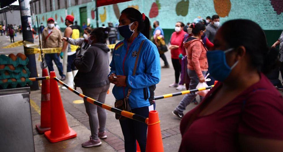 Mercado Caquetá reabrió este lunes pero solo 30% de los puestos está atendiendo. Fotos: Hugo Curotto
