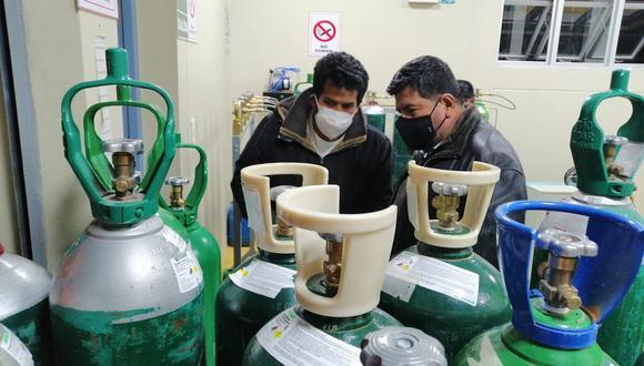 Director del hospital y gobernador regional gestionan nueva planta de oxígeno.