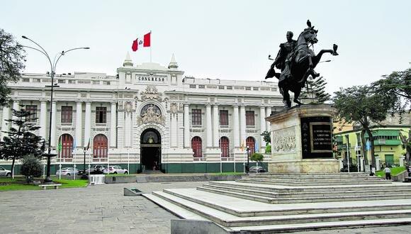 Legisladores califican de populista la propuesta del presidente Pedro Castillo de reducir los  sueldos al 50%