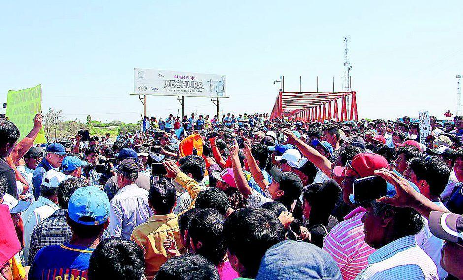 Pescadores salen a protestar por la reestructuración del Instituto del Mar Peruano.