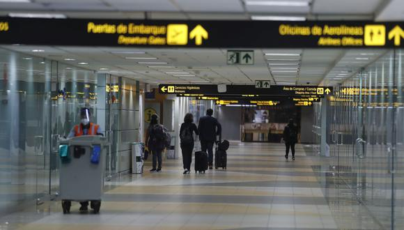 El Ejecutivo limitó el tránsito aéreo desde Brasil. (Foto: Hugo Pérez   GEC)