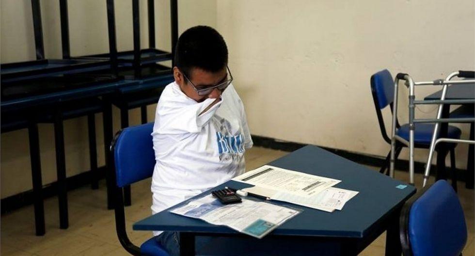 Joven sin extremidades postula a riguroso examen de admisión de la UNI